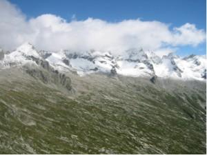 Bergeller Berge im Frühsommer von Süden
