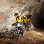 Ungewohnte Klimabedingungen mit extrem hoher Luftfeuchtigkeit stellen die Kondition der Mountainbiker auf die Probe. Bildquelle: Stollenbiken.at