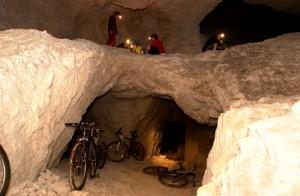 ...oder hier die Gesteinsformationen im Bergwerksstollen Klopeiner See unterhalb der österreichisch-slowenischen Grenze. Bildquelle: Stollenbiken.at