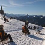 In der Ferienregion Tegernsee erwartet Winterurlauber die längste Naturrodelbahn Deutschlands.