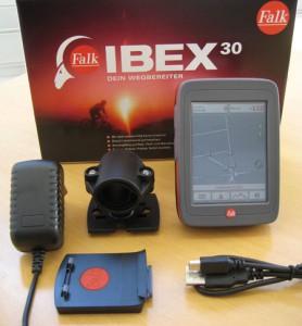 Lieferumfang: Das Falk Ibex 30 wird mit Lenkerhalterung, Adapterplatte, PC-Kabel und Ladegerät geliefert.