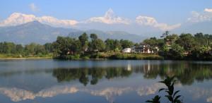 Yoga in Nepal: In den atemberaubenden Kulisse des Himalayas Körper, geist und Seele stärken.   Foto: Tina Eder