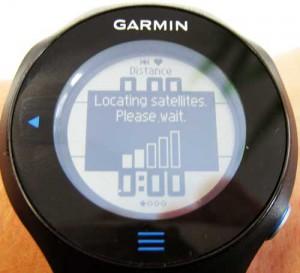 Im Test ein häufig gesehenes Bild: Der Garmin Forerunner versucht, eine GPS-Verbindung aufzubauen.