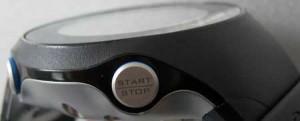 Die seitlich angebrachten Knöpfe vereinfachen den Zugriff auf häufig genutzte Funktionen wie Stoppuhr, Beleuchtung oder Reset.