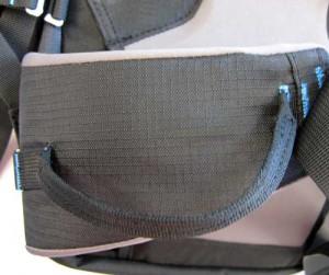 An der Materialschlaufen am Hüftgurt des Blue Ice 30L kann Ausrüstung griffbereit angebracht werden.