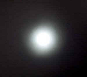 Der Leuchtkegel der Varta Indestructible im Abstand von ca. 2 Metern - leider lässt sich der Fokus des Leuchtkegels nicht verstellen.